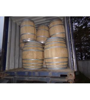 Barriques à vins blanc et rouge vendues au Japon