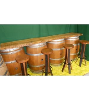 Bar comptoir composé de 4 demi-barriques avec étagéres intérieures, planche en chêne