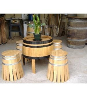 Salon avec table basse et 4 tabourets le tout en chêne